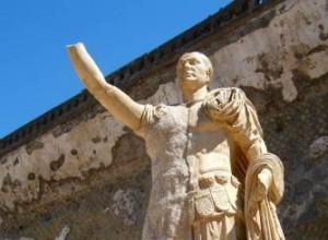 Ceasar groet u Beeld in de oude haven van Pompeii